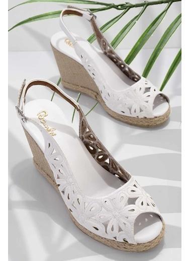 Bambi Dolgu Topuklu Ayakkabı Beyaz
